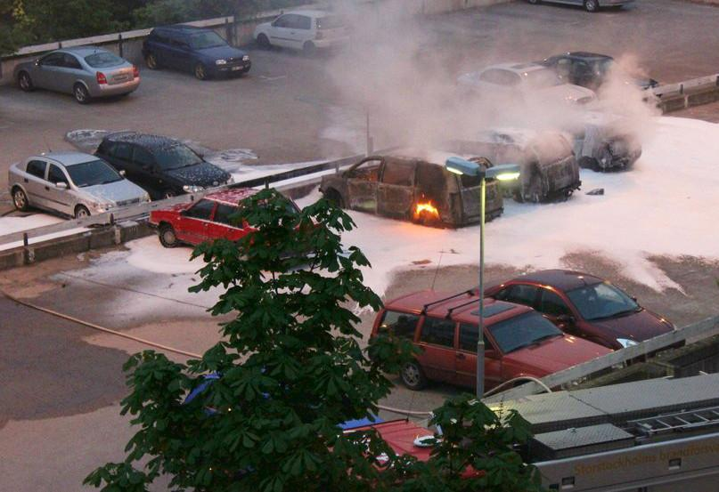 Riots+in+Stockhom%2C+Sweden+++lead+to+cars+burning+in+flames.