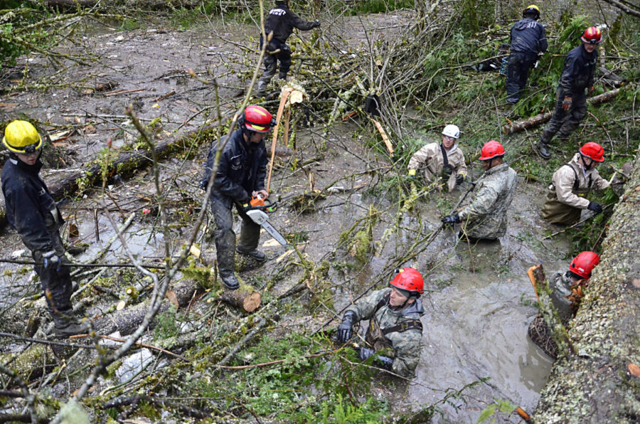 Rescue+workers+continue+to+search+Montecito+for+survivors+of+the+mudslide.