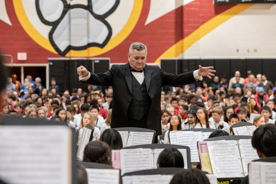 Mr.+Bonner+conducts+at+the+2019+Spring+Band+Concert.+