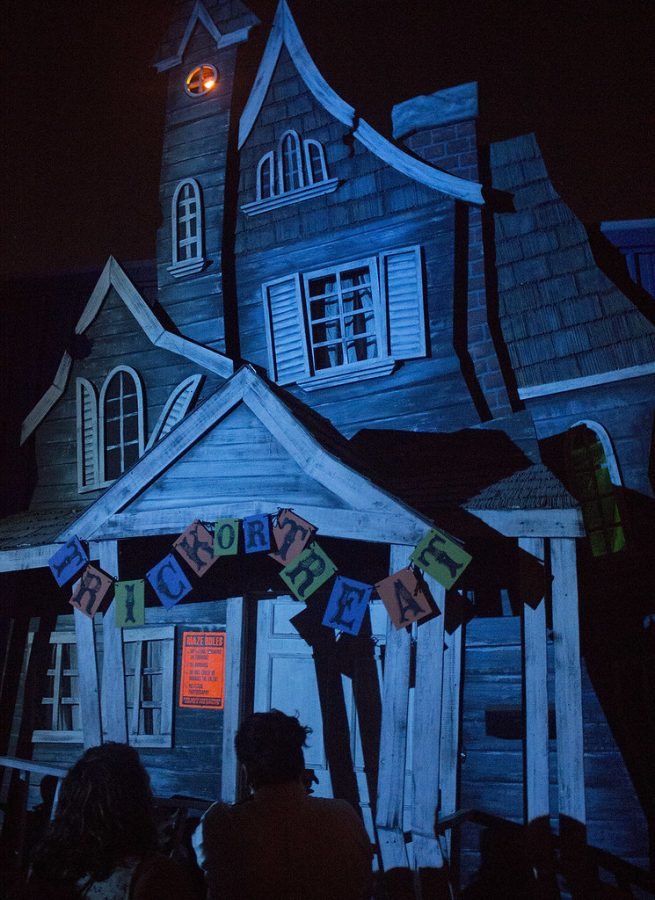 The world renown Knotts Berry Farm is opening up it's fall classic park called Knotts Scary Farm. Are you up for the challenge?
